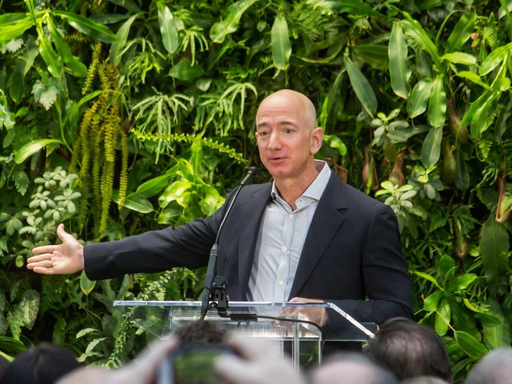 Jeff Bezos es la persona más rica del mundo.